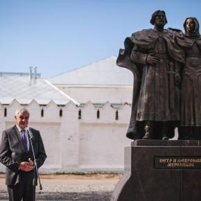 Светлана Медведева приняла участие в церемонии открытия памятника Петру и Февронии в Муроме