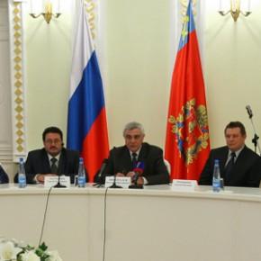 Губернатор Н. Виноградов поблагодарил всех мам региона за их труд и любовь к детям