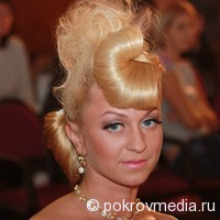 Одна из участниц Конкурса парикмахеров