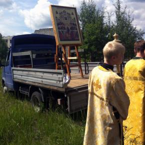 Крестный ход к недостроенной школе в Покрове