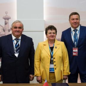 Губернатор Светлана Орлова подписала соглашения о сотрудничестве с главами Костромской и Вологодской областей