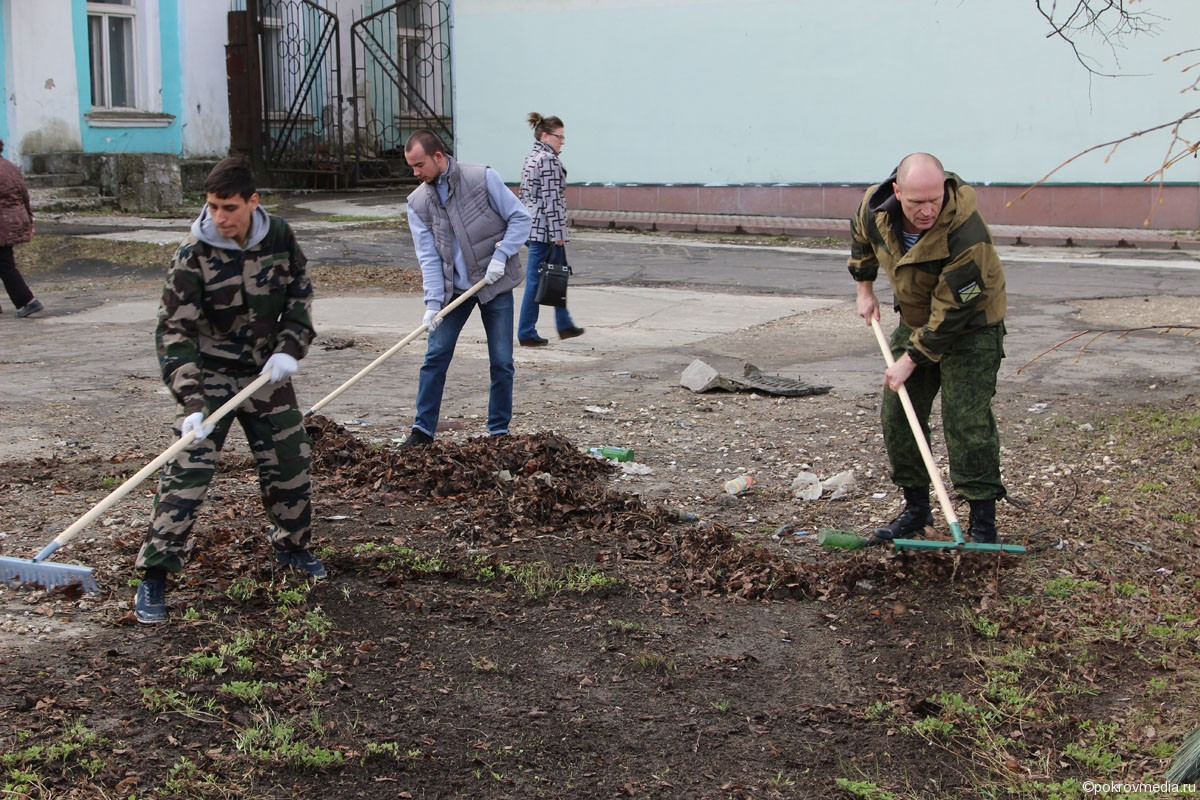 Порядок наводит Покровский патриотический клуб «Миротворец»