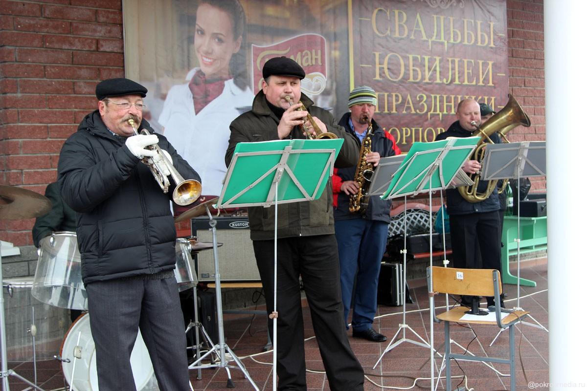 Выступление группы «Атаман» на праздничном чаепитии