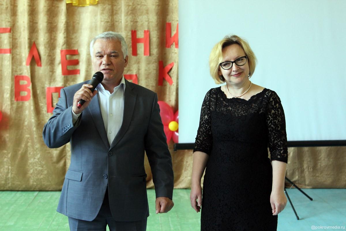 Поздравления от главы Администрации г. Покров В. Ш. Аракелова и его заместителя Л. В. Сулоевой.