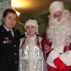 Полицейский Дед Мороз пришёл в гости к воспитанникам Покровского детского дома
