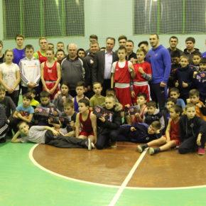 Мастер-класс по боксу от чемпиона России