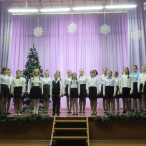 Дети читали стихи и пели о Рождестве